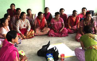 2010-nfa-news-nepal-training-housewives